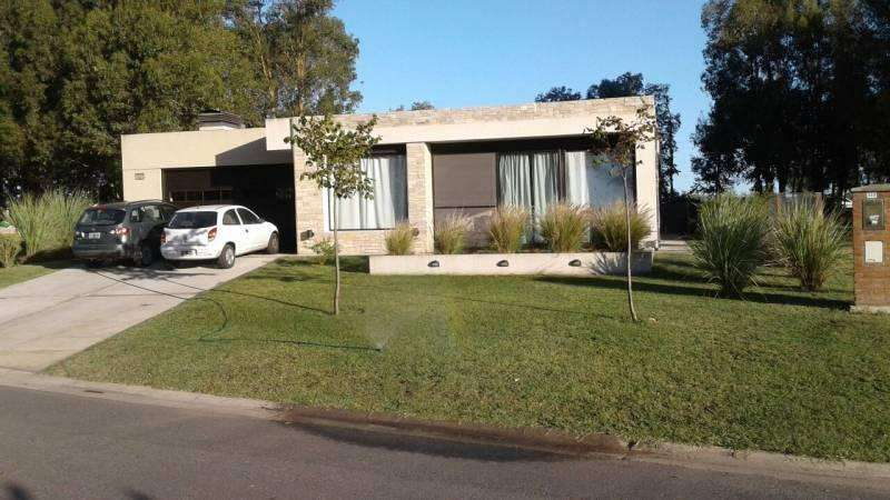 Casa en venta en Barrio Arenas del Sur sobre lote 323