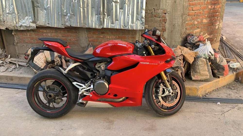 Moto Pistera Ducati Panigale 1199