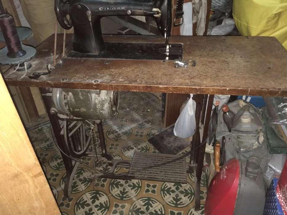 Maquina de Coser Singer tapicera 3115
