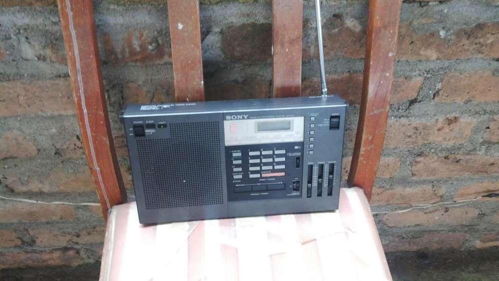 Vendo radio sony icf 2001