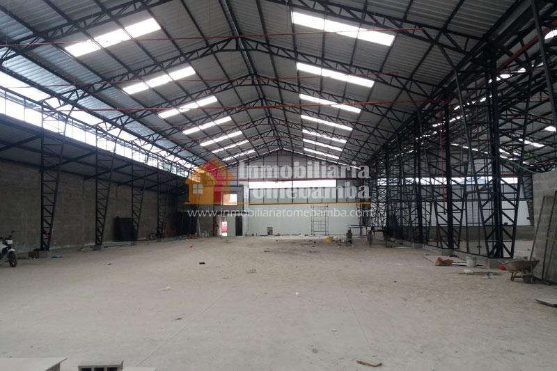Se arrienda amplia nave industrial sector Molinopamba