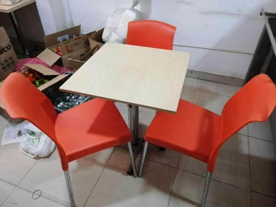 10 mesas en madera y bases cromadas juegos con 3 <strong>sillas</strong>