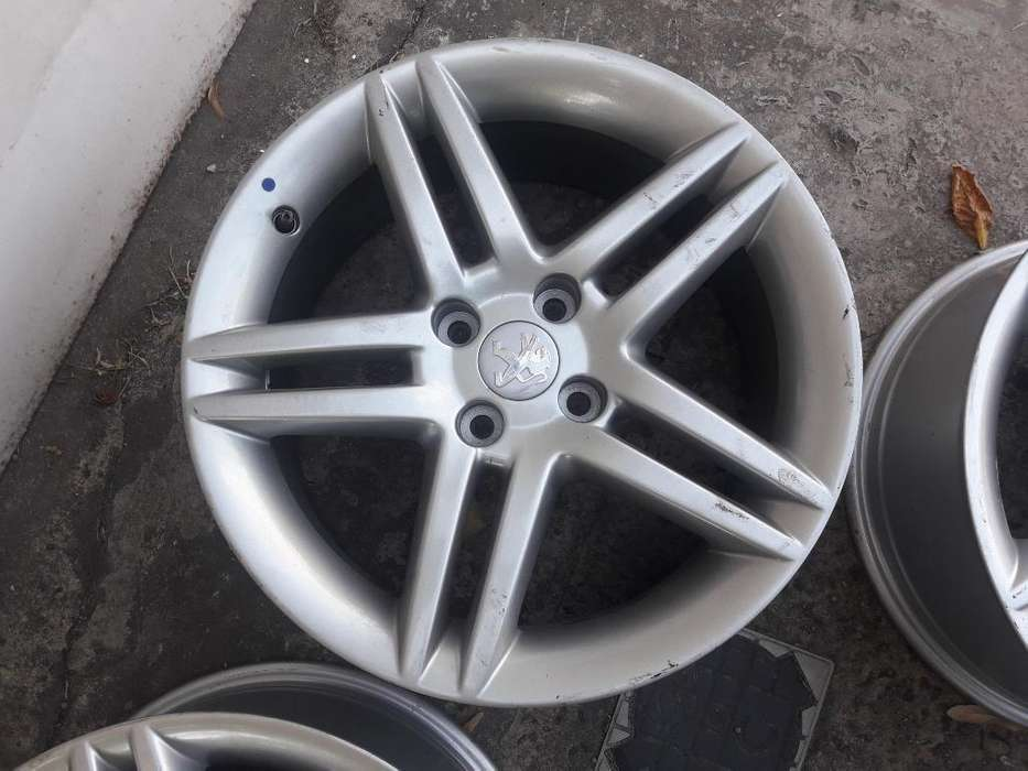 4 <strong>llanta</strong>s Peugeot Stromboli 17 sin Uso