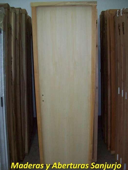 Puerta placa con hoja de guatambu y marco de madera dura