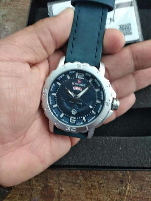 reloj militar de la Fuerza Nácar