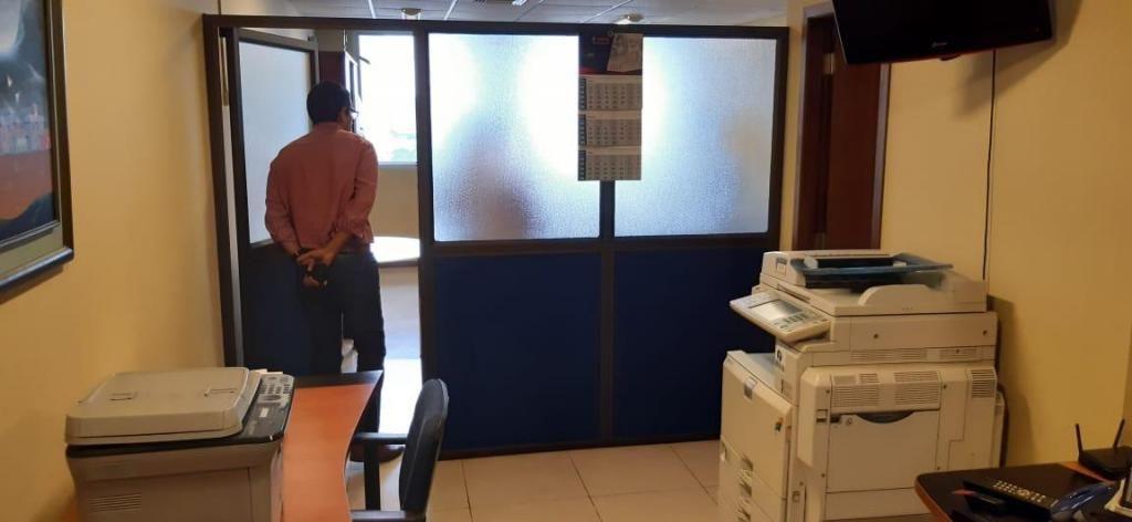 Venta oficina Trade Building, 40 m2 con parqueo