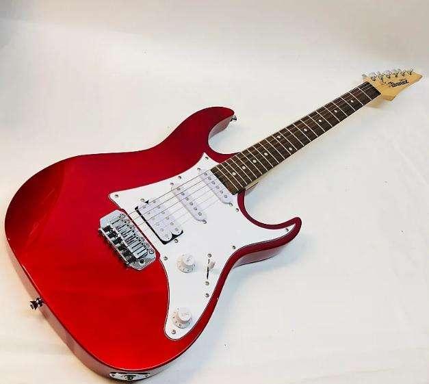 Guitarra Eléctrica Ibañez Gio con Amplificador Marshall MG10 y con Forro de Guitarra