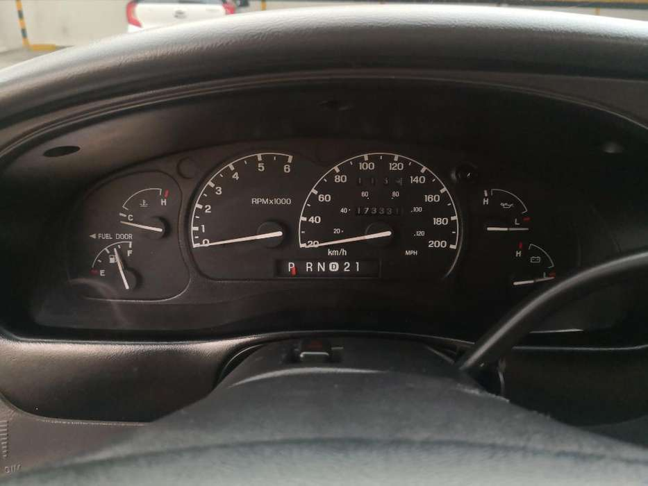 Ford Explorer 2000 - 173340 km