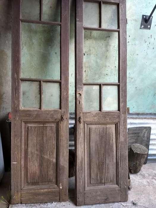 Puerta Antigua, 2 Hojas con Postigos.