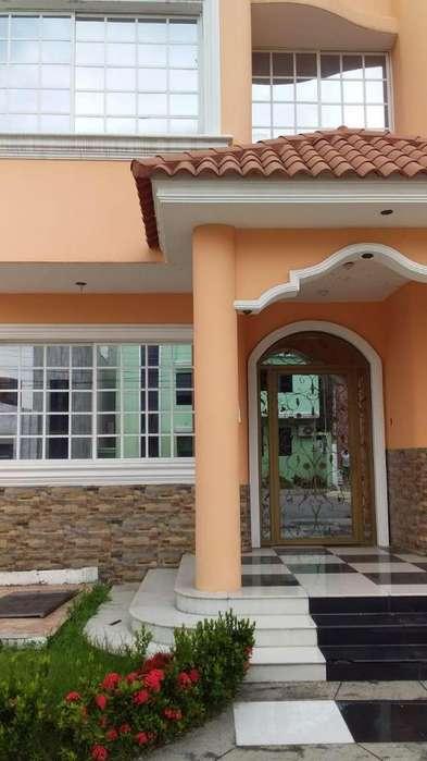 Rento casa, sector Norte, junto a la Av. Francisco de orellana, cerca a CC.Rio Centro Norte