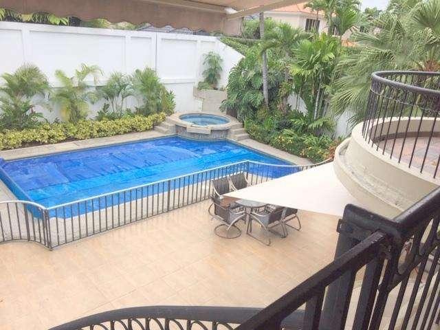Urbanizacion Rio Grande vendo hermosa casa con piscina, jacuzzi, y areas verdes