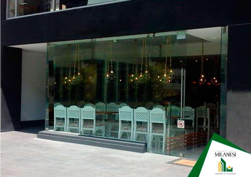 En la Gonzalez Suarez, Se Renta, Excelente Local Comercial 77m2 en Excelente y Bonita Zona.