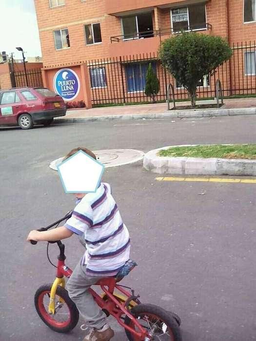 vendo bicicleta con rueditas buen estado 8/10 apta para niño de 3 a 5 años
