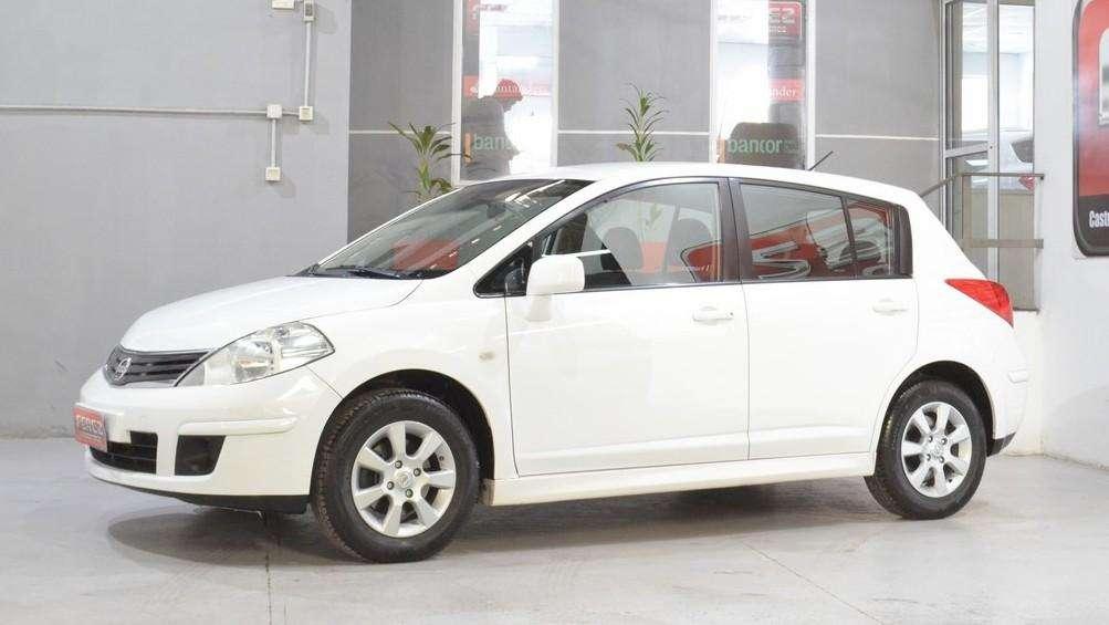Nissan tiida visia 1.8 6mt nafta 2014 5 puertas color blanco