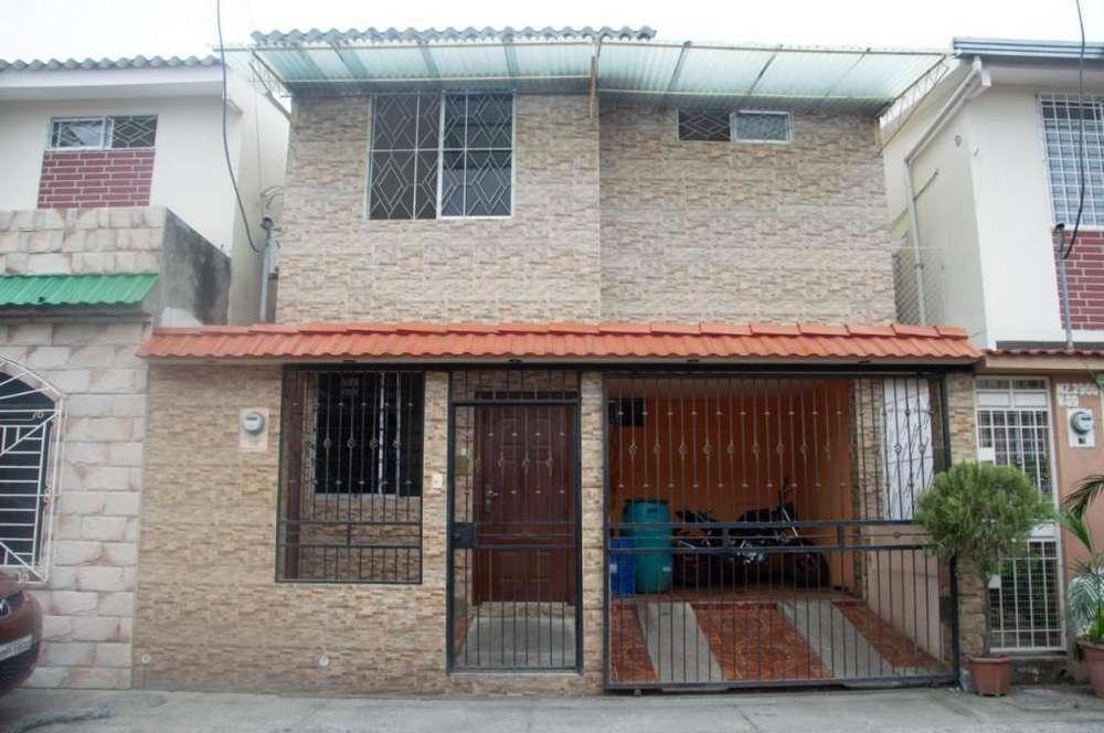 Venta de casa en Mucho Lote 2, Urb. Plaza Victoria.