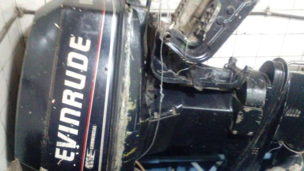 Motor Evinrude 100