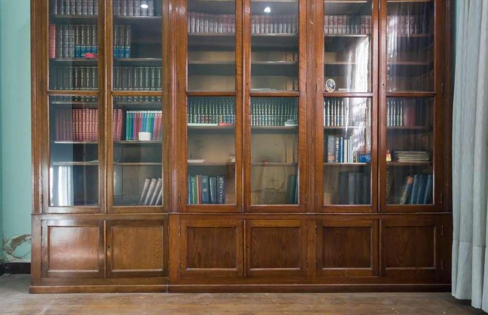 Biblioteca <strong>vitrina</strong> madera solida y puertas vidriadas. Espectacular