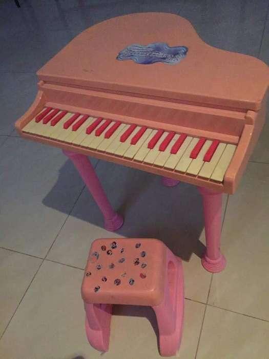 Piano Rosado de Juguete