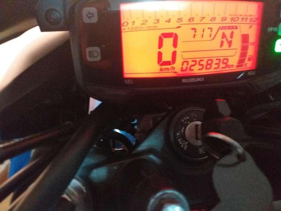 Vendo moto gixxer 150 con papeleshasta diciembre