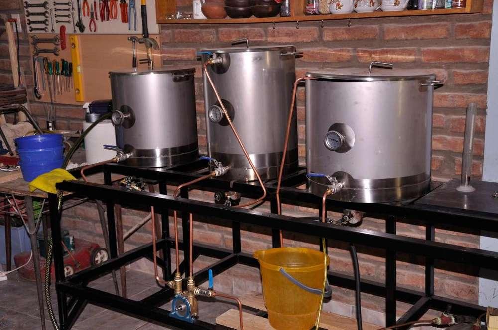 Vendo ollas de acero para elaborar cerveza.