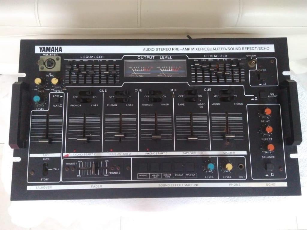 mixer yamaha YM1070