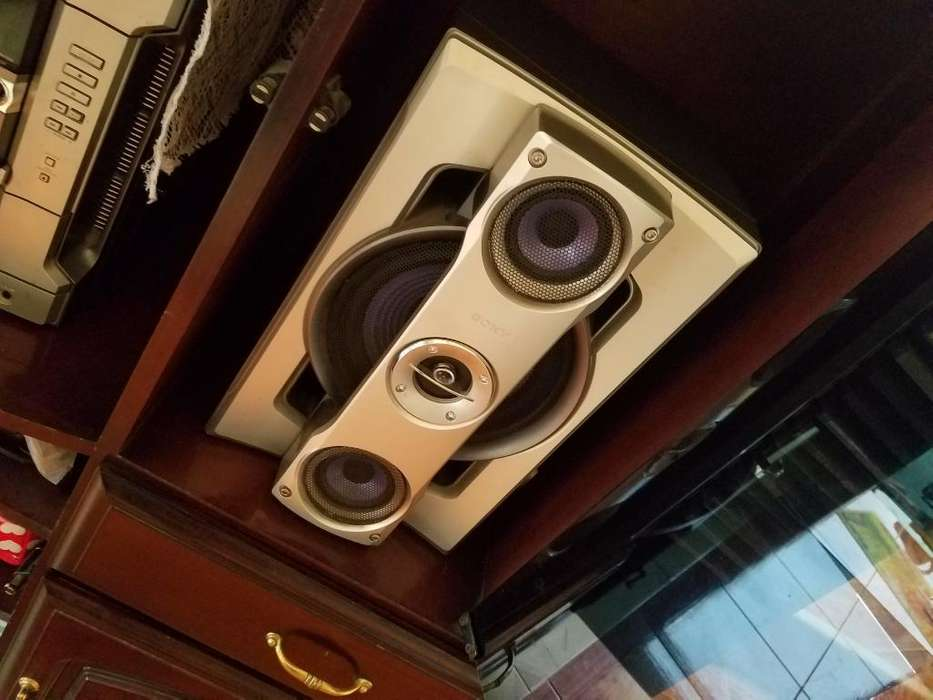 Vendo Radio Sony incluye mueble