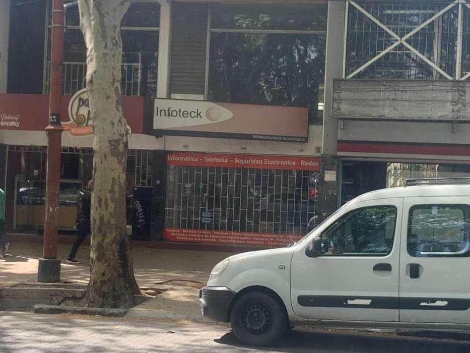 OPENHOUSE alquila amplio local comercial.