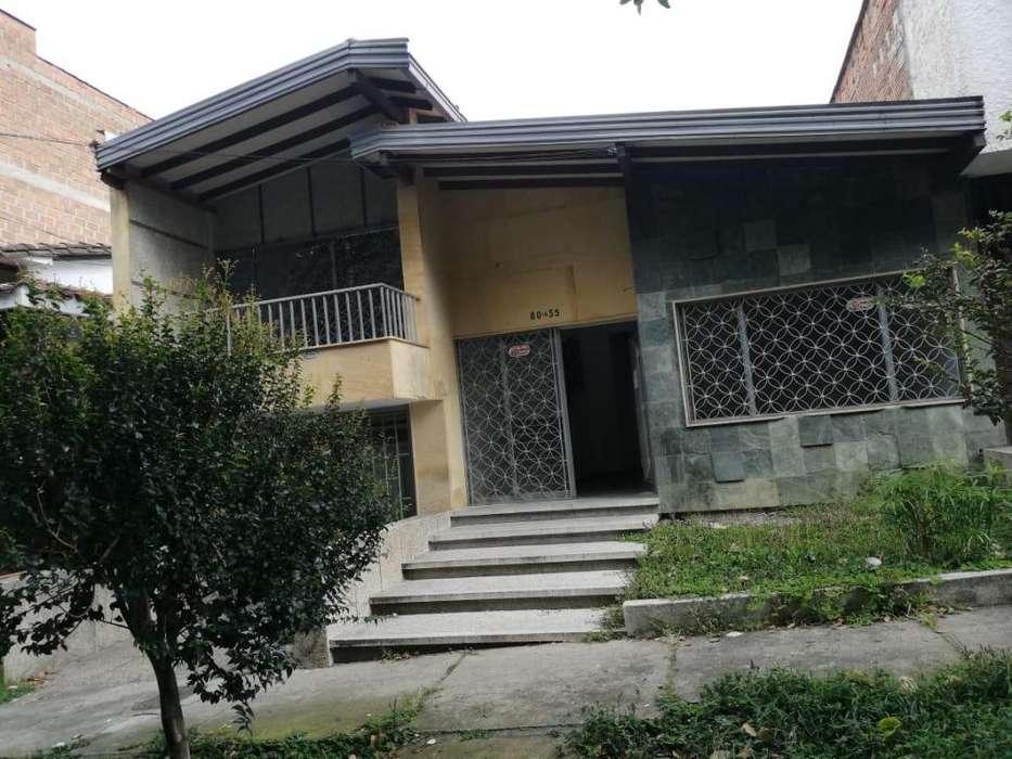 Casa-lote en venta en Laureles 014