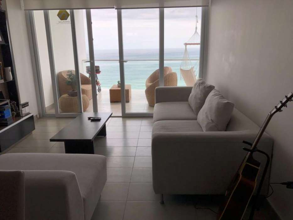 Se renta departamento amoblado con espectacular vista frente al mar en Manta
