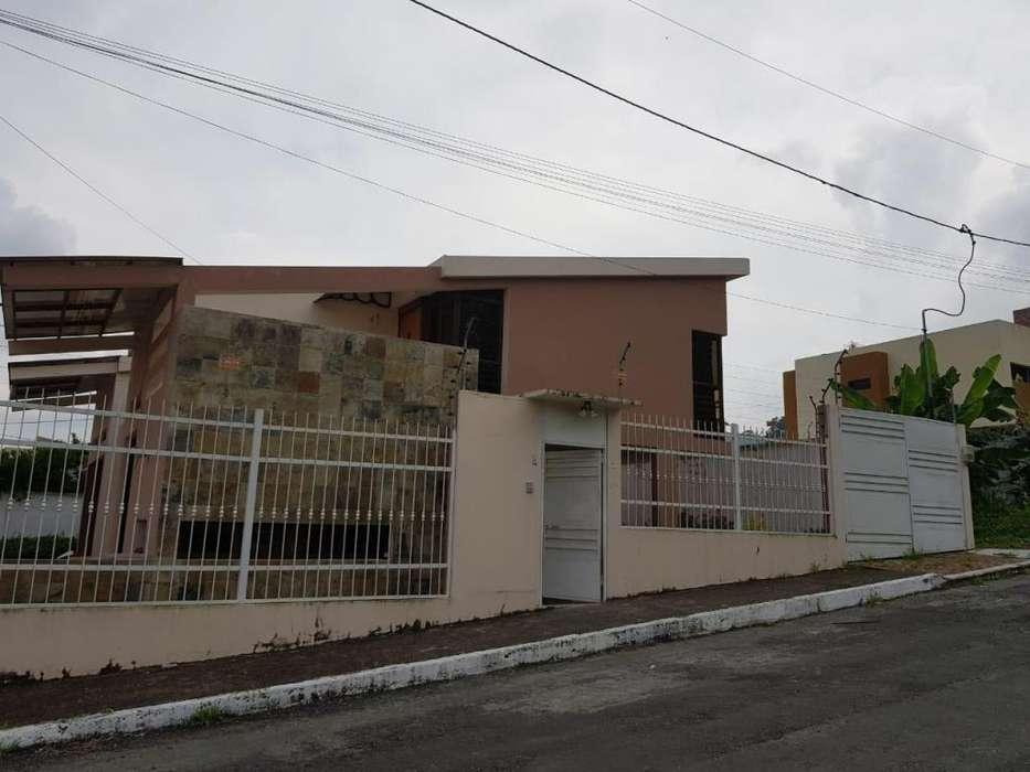 De venta espectacular casa en urbanización privada con piscina