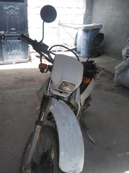 Vendor moto <strong>honda</strong> XL en bien estado