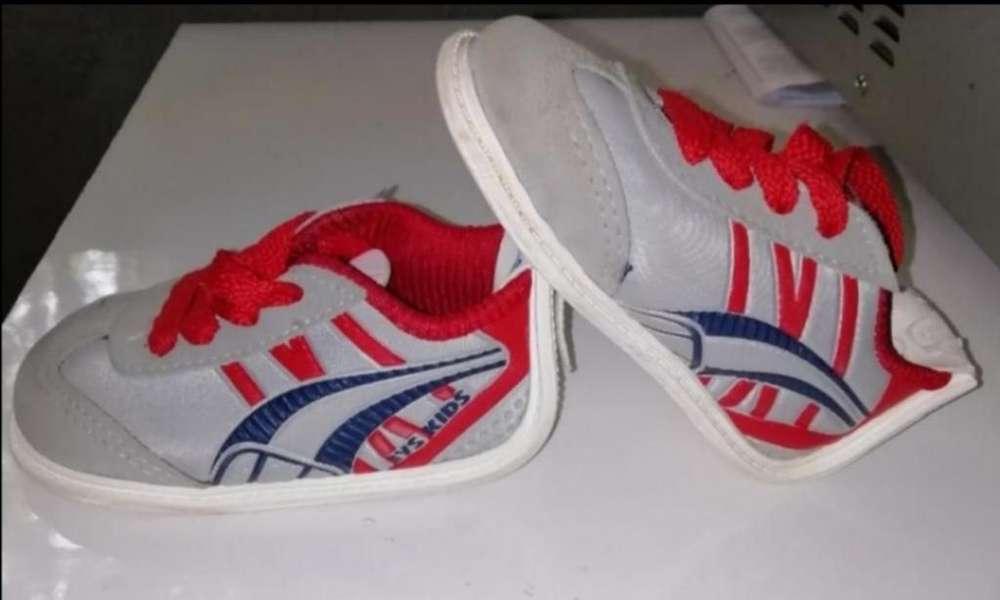 Zapatos de Niño Talla 22 (no Tuerce)