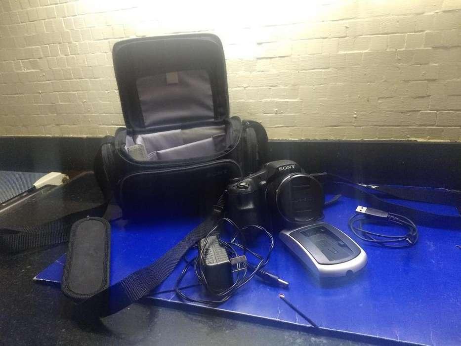 SONY CYBER SHOT DSC-HX 200 V -STILL DIGITAL CAMERA