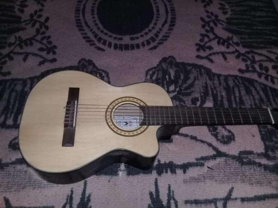Vendo Guitarra Profesional 0991986433