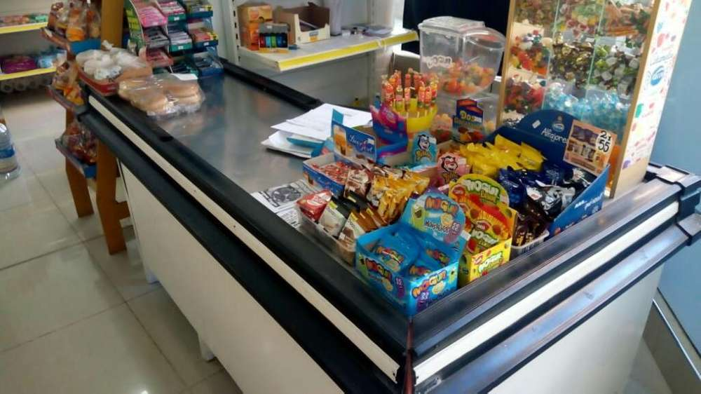 Pasillo Revisión de Caja Supermercado