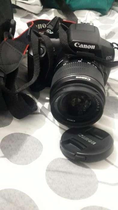 Camara Canon eos T6 con lente 18-55