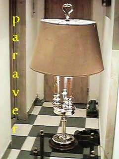 Categórica lampara de escritorio ó mesa ideal estudio escribania bronce 3 luces muy importante y bella