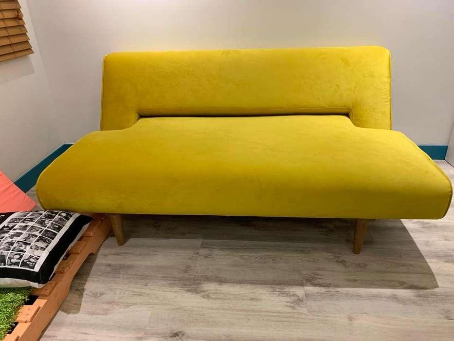 Sofa de Diseño con materiales de lujo (3 300 000 precio de compra)