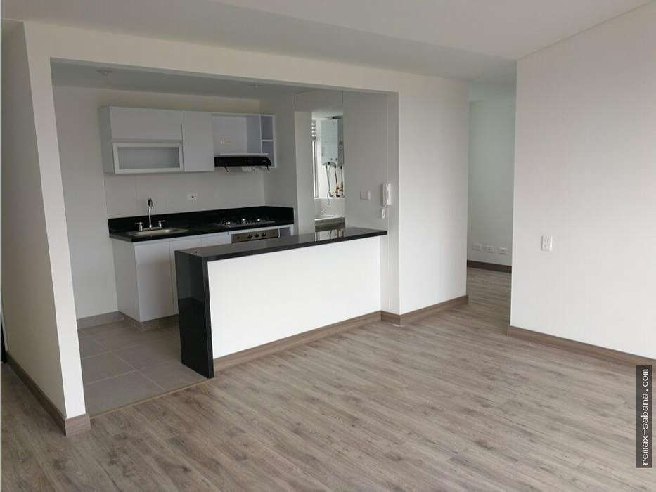 Se vende apartamento en Madrid Cundinamarca con Ascensor. 6 Piso. Cel. 3112175503 CITA PREVIA.