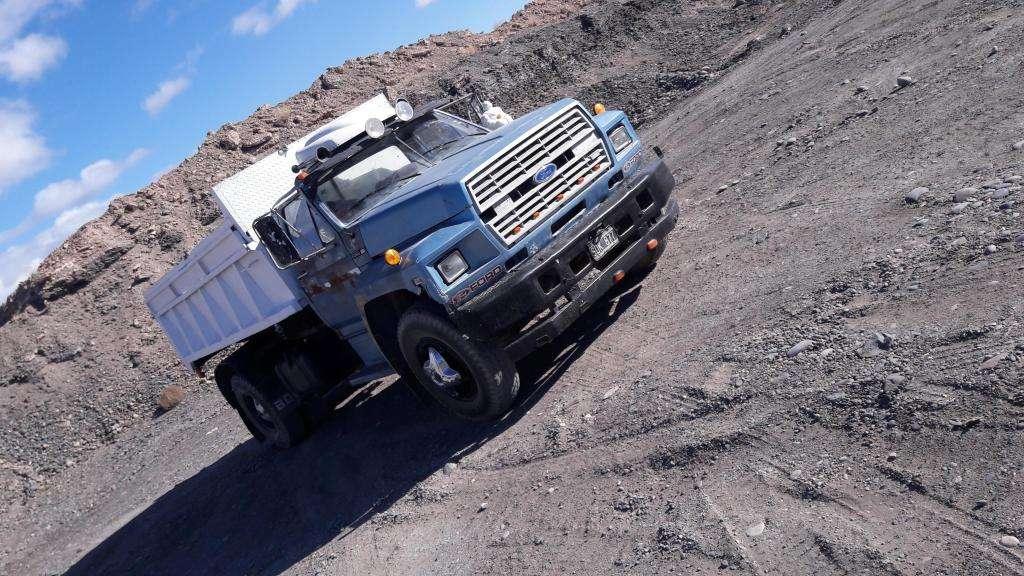 vendo o permuto  camion ford 700 con volcadora