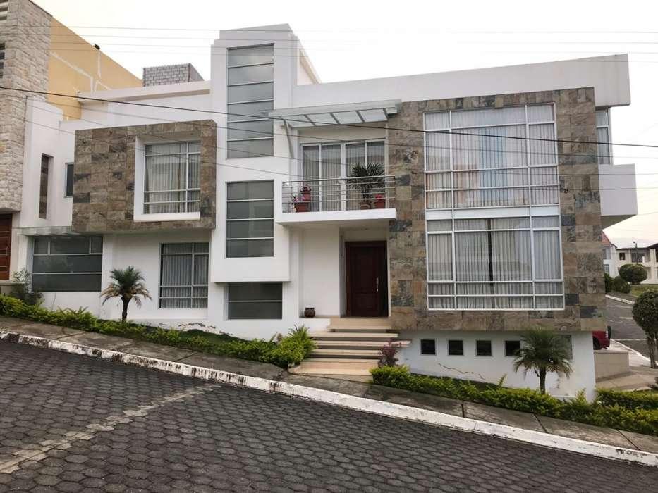 Venta Casa de <strong>lujo</strong>,con vista panorámica de la ciudad de Loja