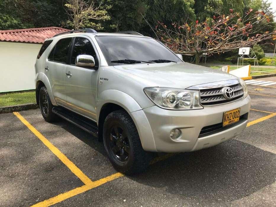 Toyota Fortuner 2011 - 150000 km