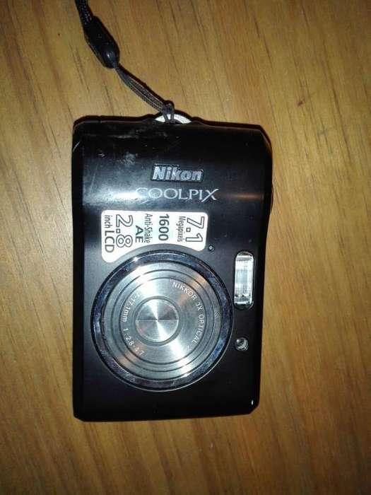 Cámara de fotos Nikon Coolpix de 7.1 Mp.