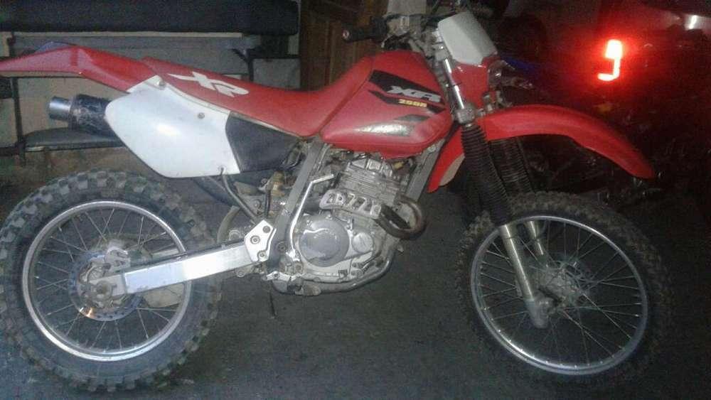 Excelente Xr 250 2001