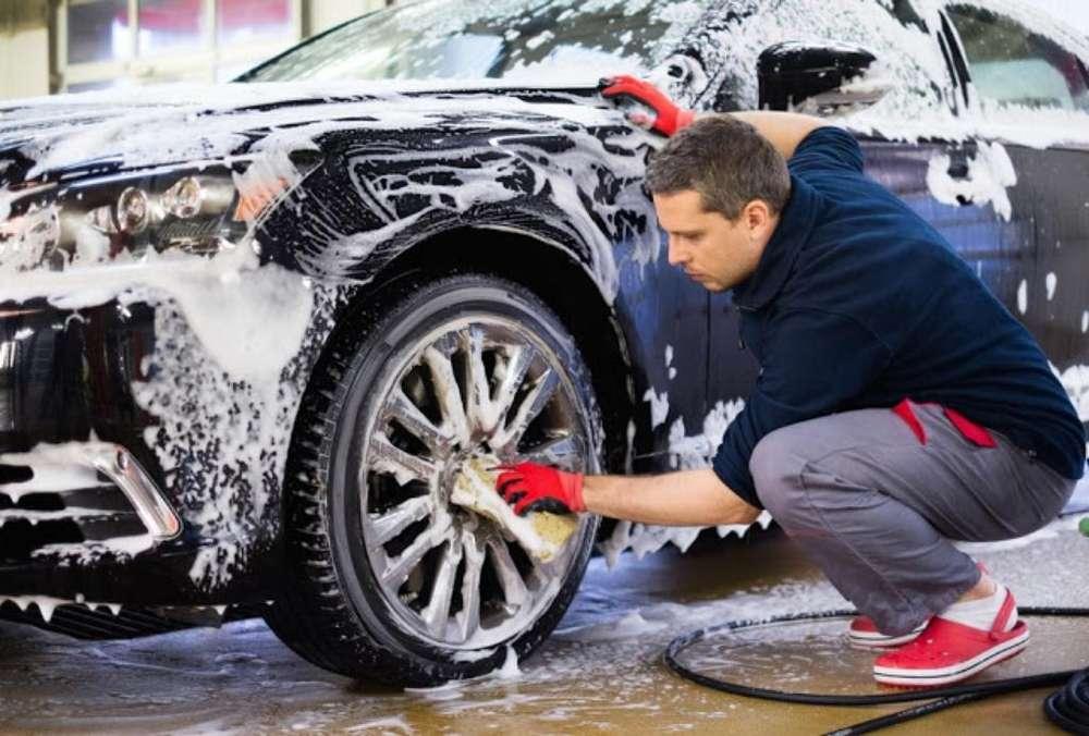 Me Ofrezco Lavando Carros a Domicilio