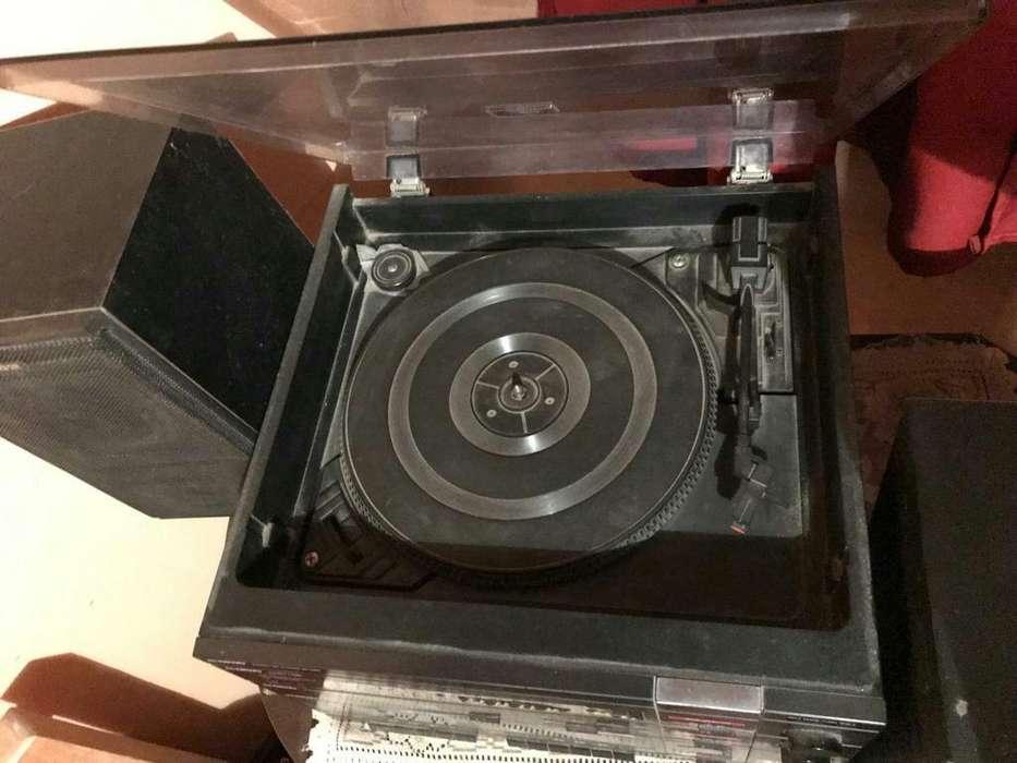 Equipo de Musica Retro con Toca Discos