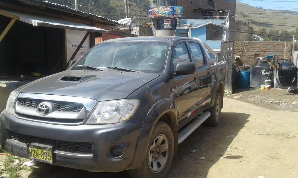 Toyota Hilux 2010 - 175000 km