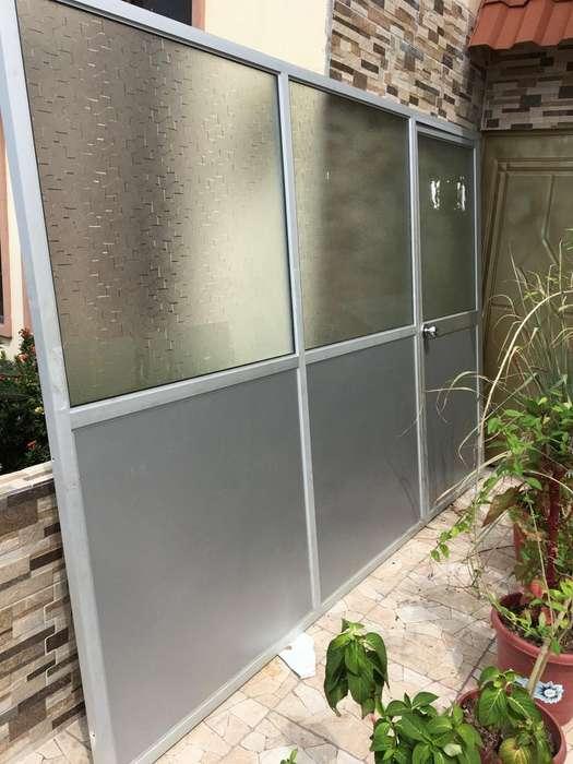 Division de Aluminio con Puerta