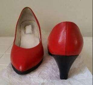 Zapatos de Cuero Rojo
