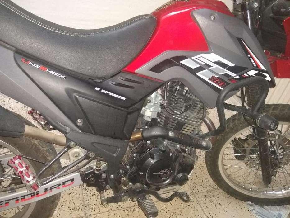 Vendo Moto Akt Tt 180